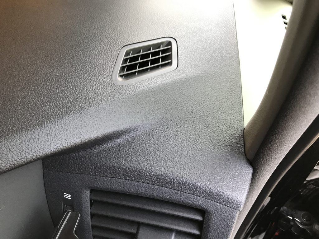 トヨタ アルファード ダッシュボードの両面テープ跡補修