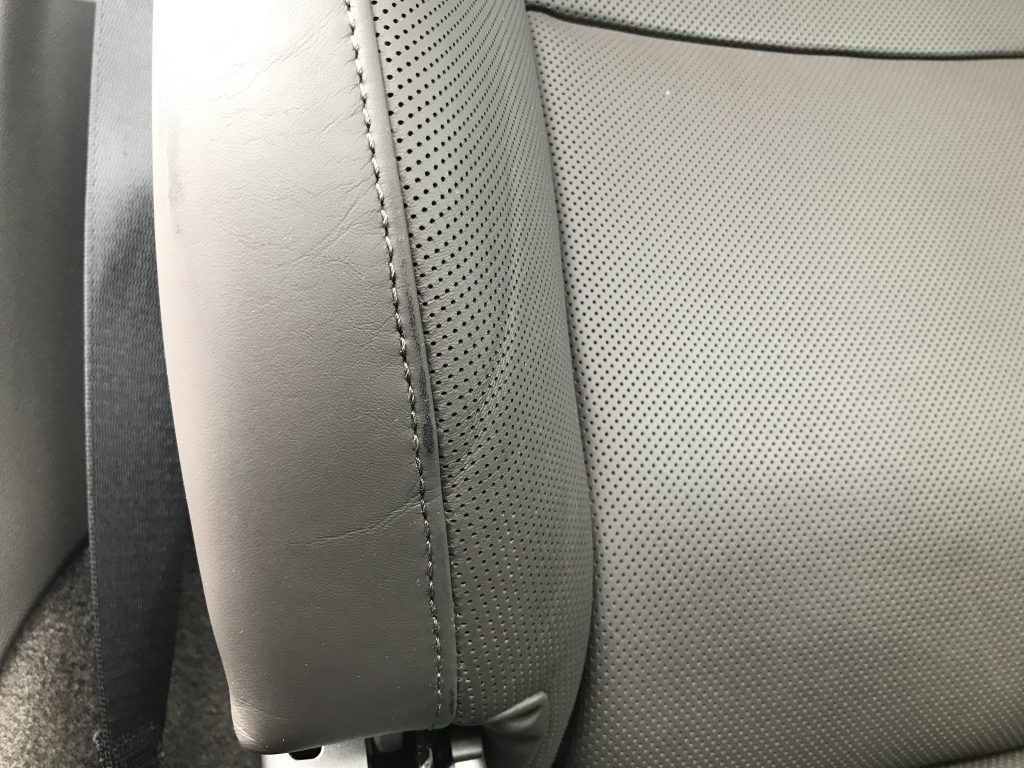 ポルシェ 911カレラ シートの色剥がれ補修