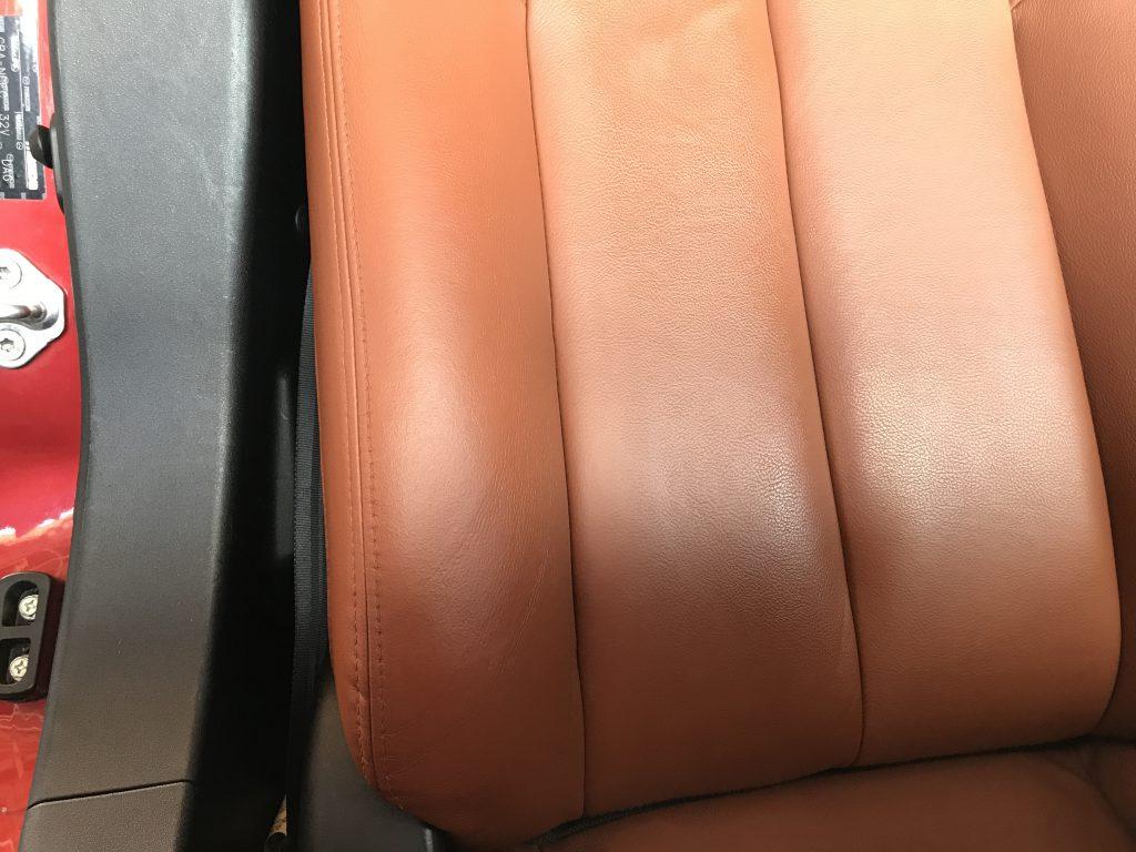マツダ ロードスター シートのひび割れ補修