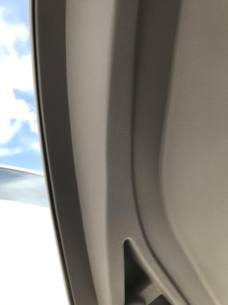 トヨタ ルーミー リアゲートインパネの割れ補修