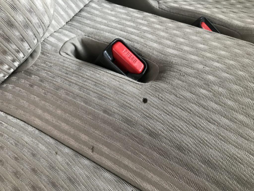 ダイハツ ムーブ シートの焦げ穴補修