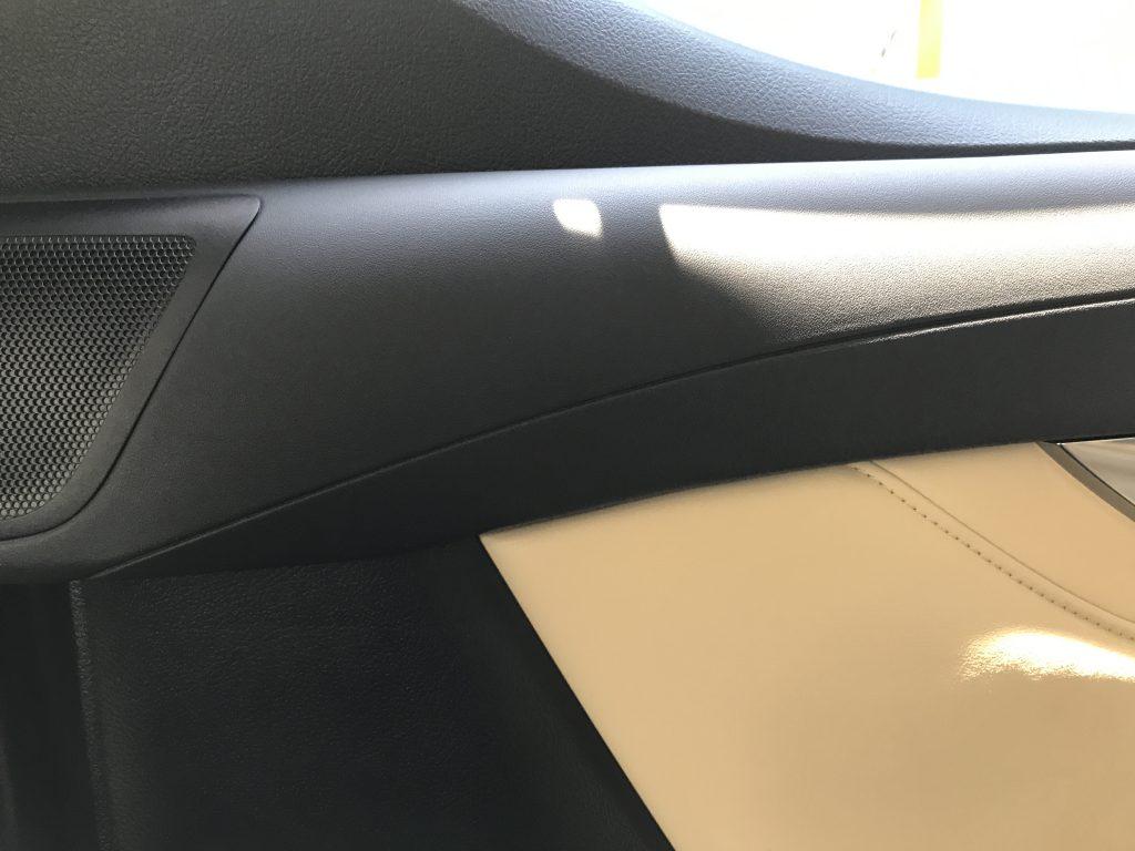 トヨタ アルファード ドアトリムの破れ補修