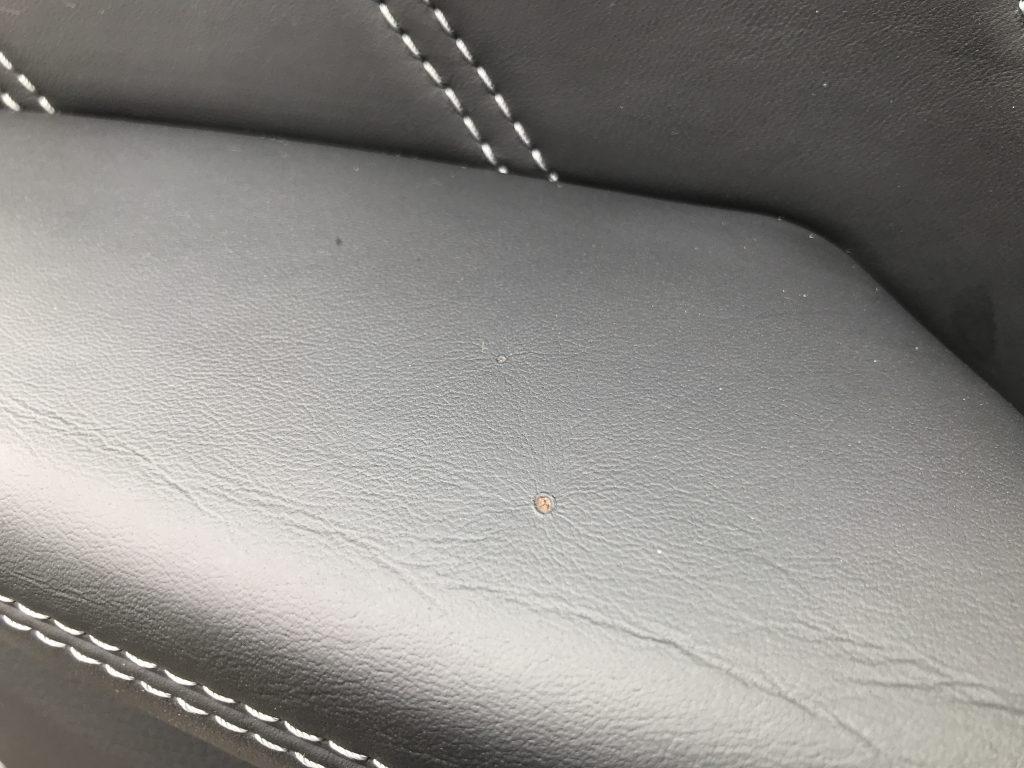 AMG C63 ドアアームレストの焦げ穴補修
