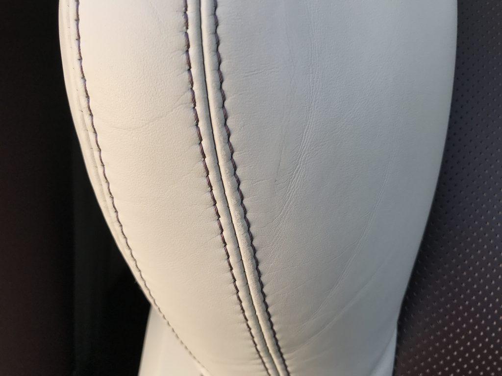 レンジローバー イヴォーク シートの小傷と色剥がれ補修