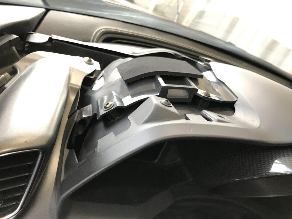 フェラーリ 458イタリア メーターフード樹脂部の傷補修