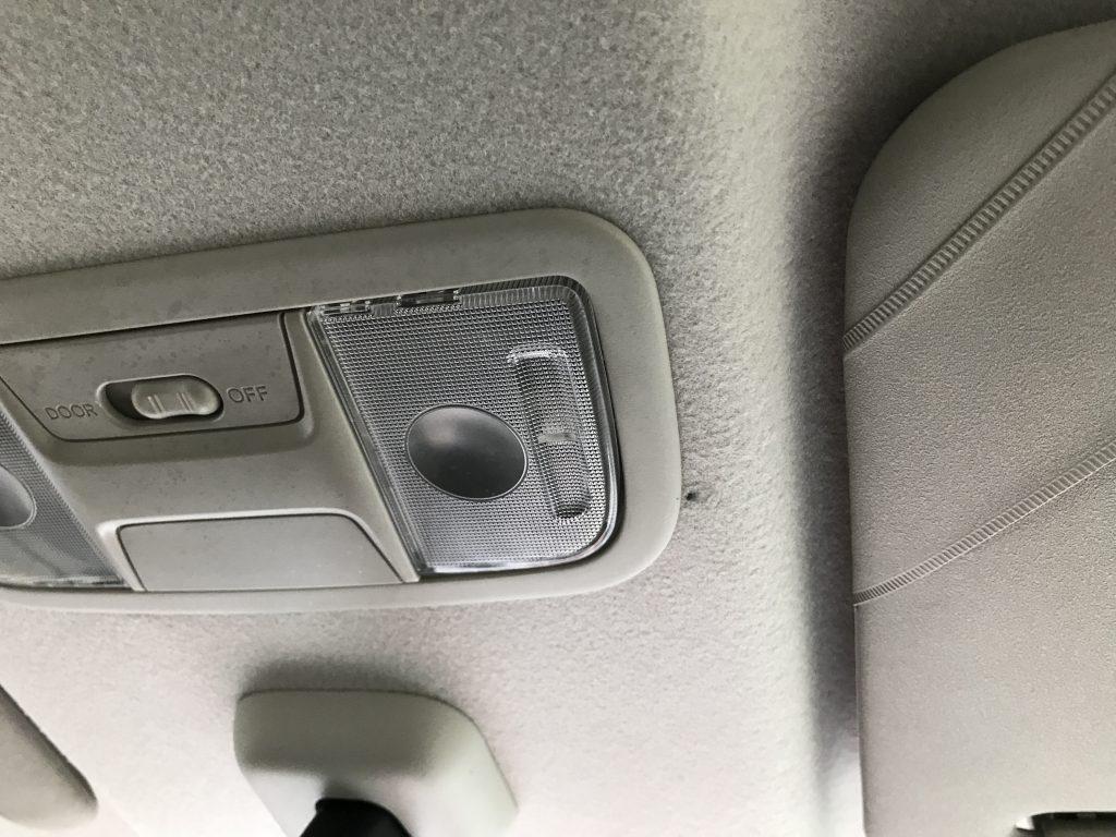 ホンダ N-Box ルーフライニングの焦げ穴補修
