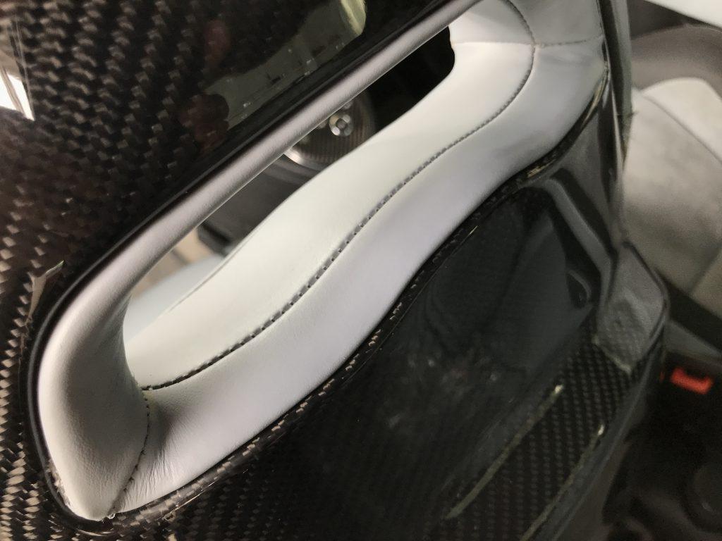 アバルト 695 シートの色剥がれ補修