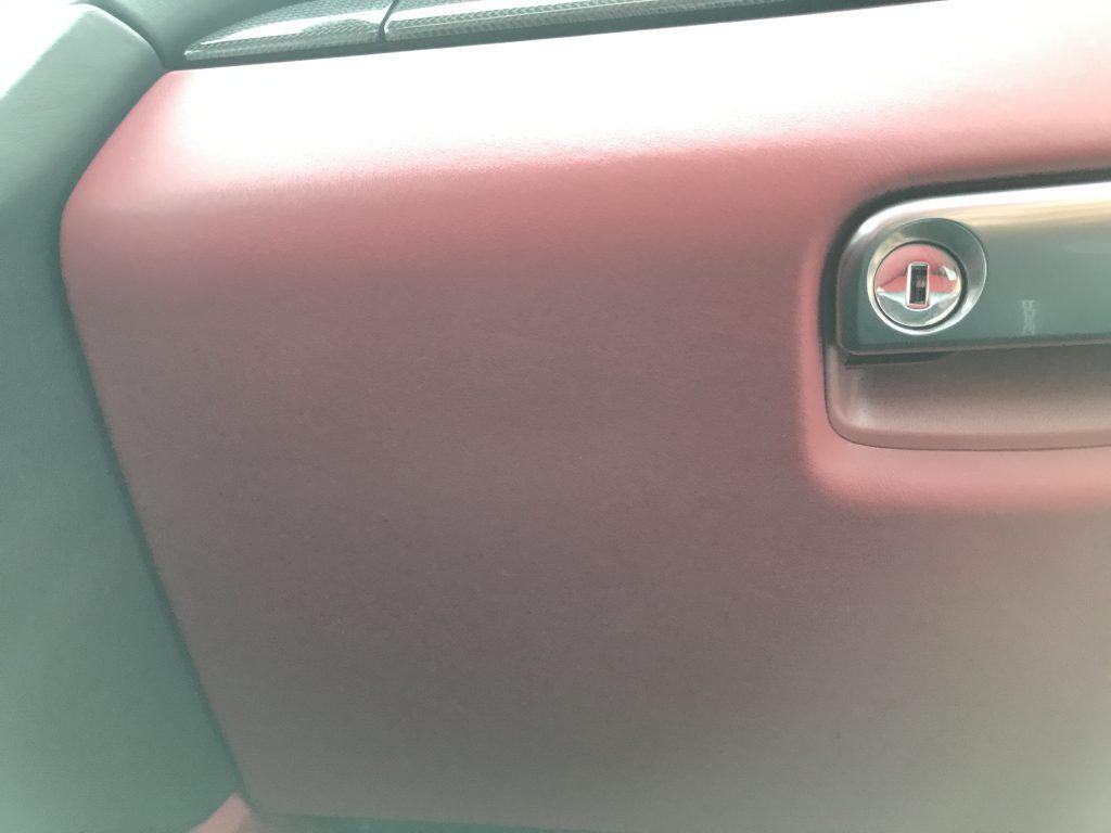 ポルシェ 911カレラターボS グローブボックスの傷補修