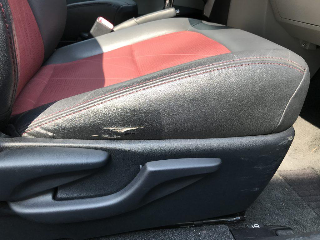 トヨタ IQ レザーシートの破れ補修