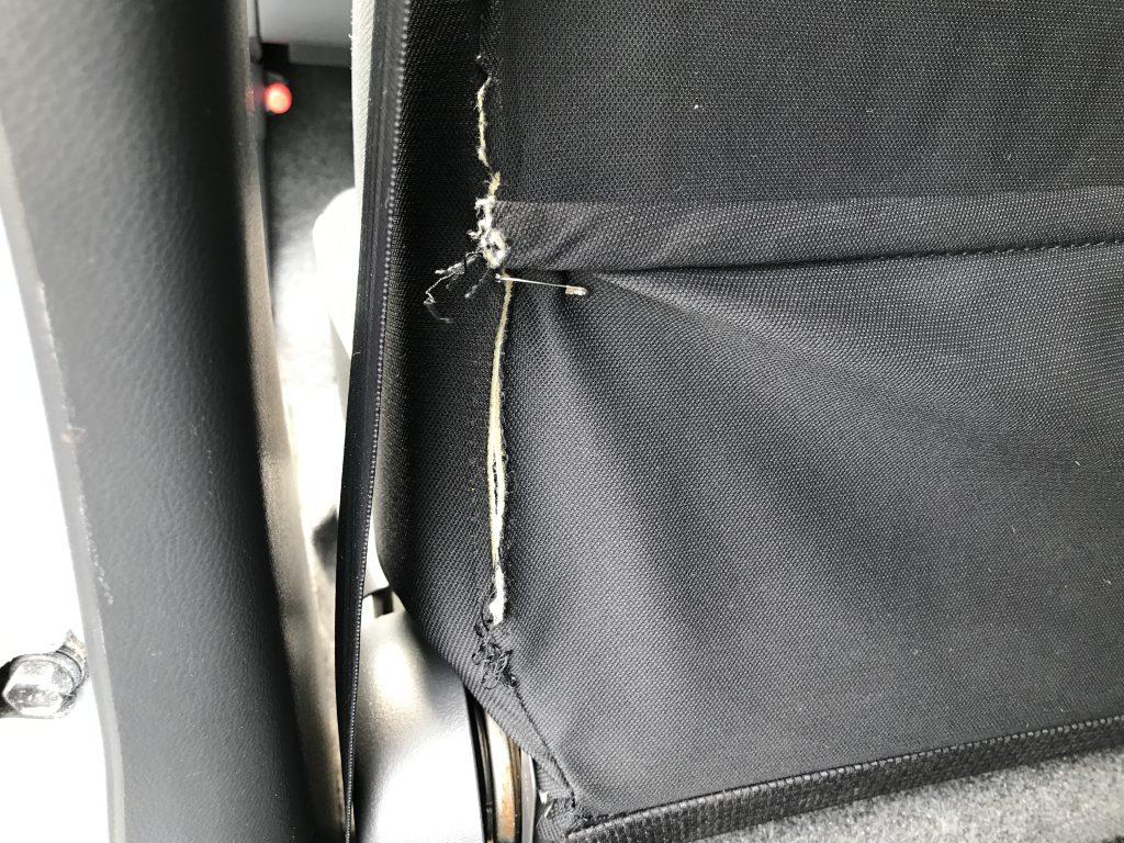 ダイハツ ラパン シート背もたれ裏面破れの補修