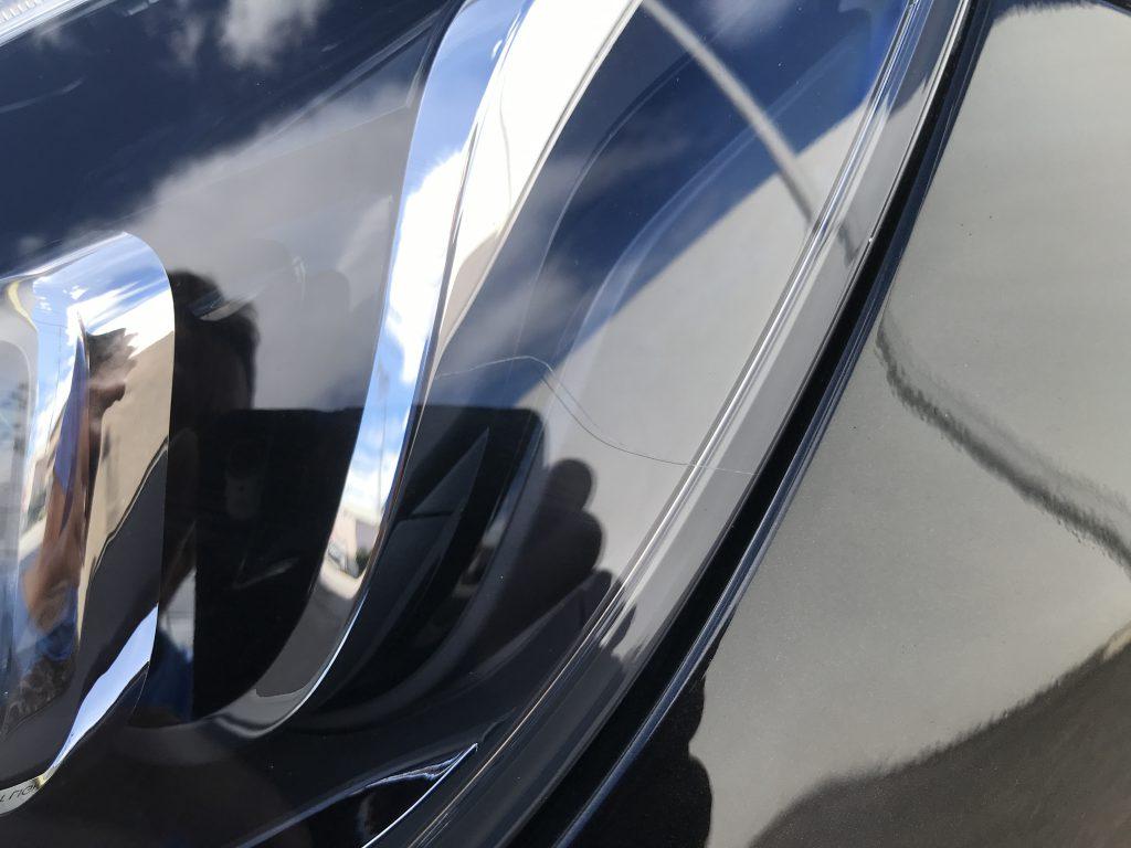 メルセデスベンツ E250 ヘッドライトの擦り傷補修