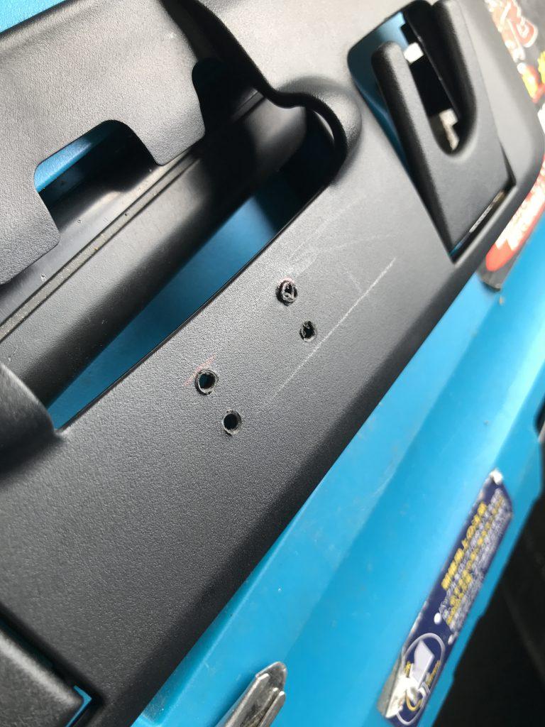 マイバッハ S550 シート樹脂パーツの穴補修