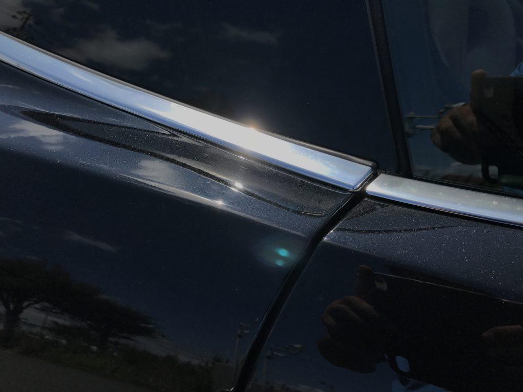 ジャガー F-Type クォーターガラスモールの剥がれ補修