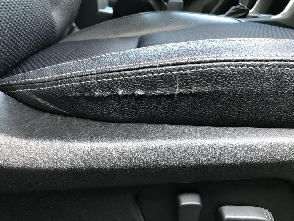 スバル フォレスター レザーシートの破れ補修