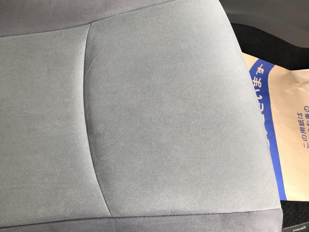 トヨタ プリウスα アルカンタラ調生地シートの焦げ穴補修