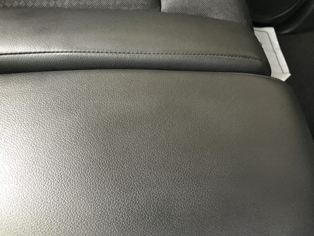 ホンダ N-Box レザーシートの焦げ穴補修