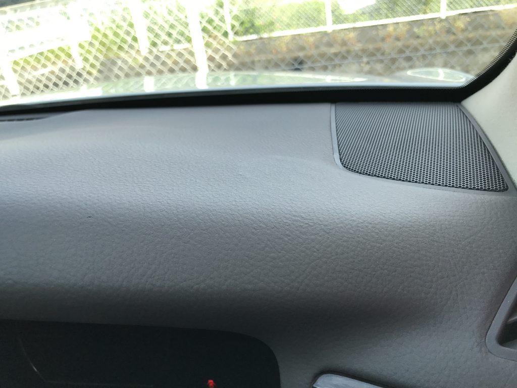 トヨタ クラウン ダッシュボードの剥がれ補修