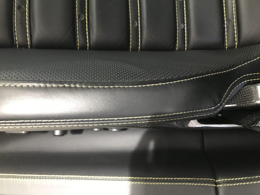 フェラーリ 599 本革シートの色剥がれ補修
