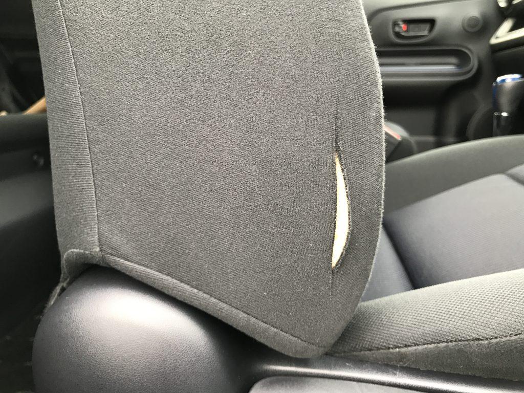 トヨタ アクア モケットシートの破れ補修