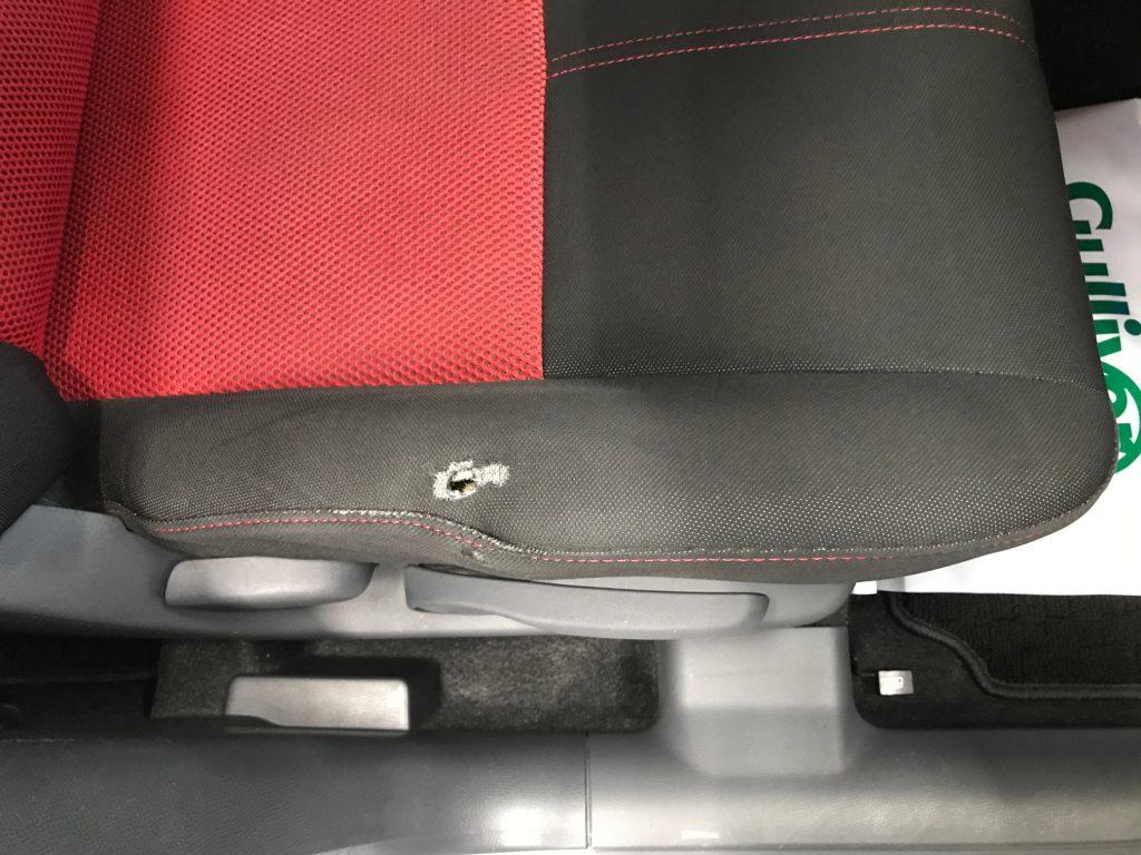 スズキ スイフトスポーツ 平織り生地シート座面サポート部の穴補修