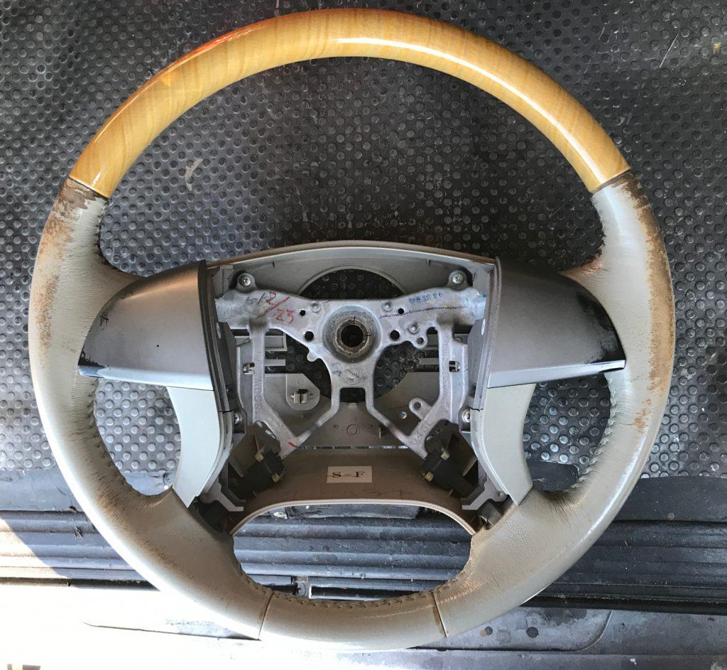 トヨタ エスティマ ウッド・レザーコンビステアリングの補修