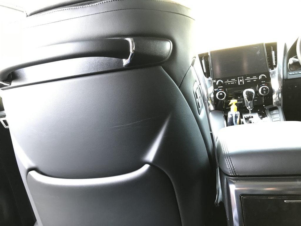 トヨタ アルファード シート背面の擦り傷補修