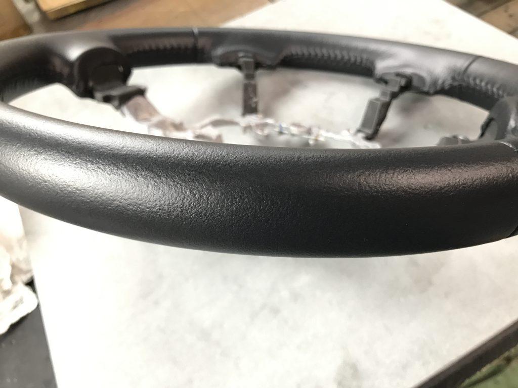 トヨタ クラウン ステアリングの色剝がれ補修