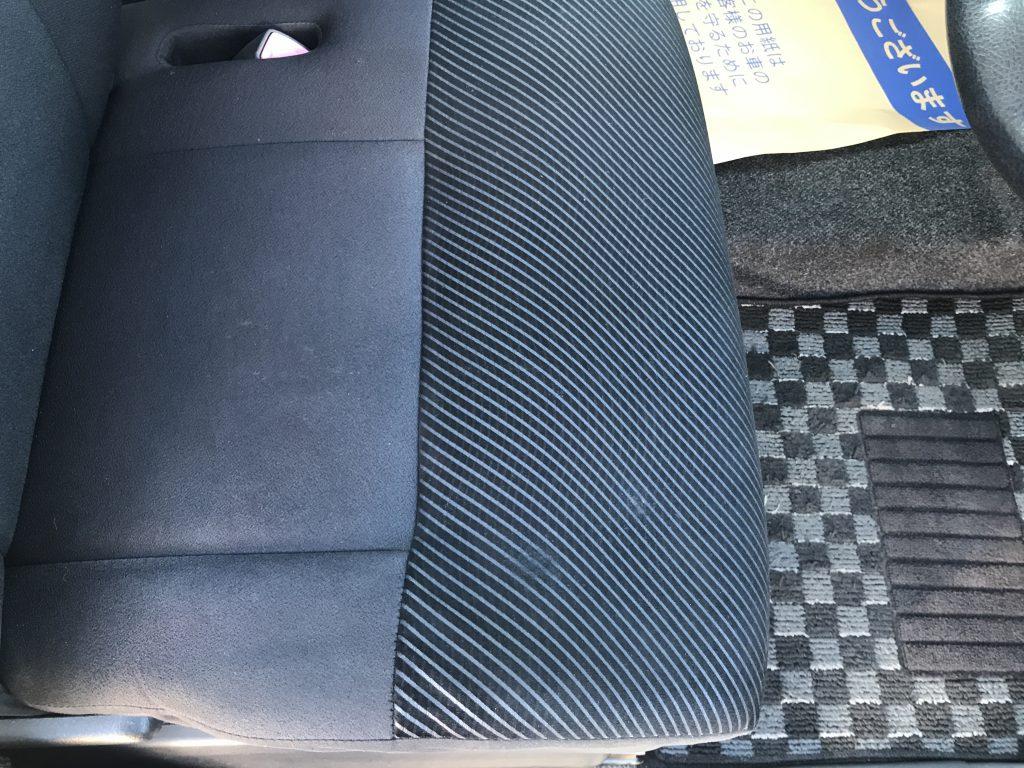ダイハツ タント モケットシートの焦げ穴補修