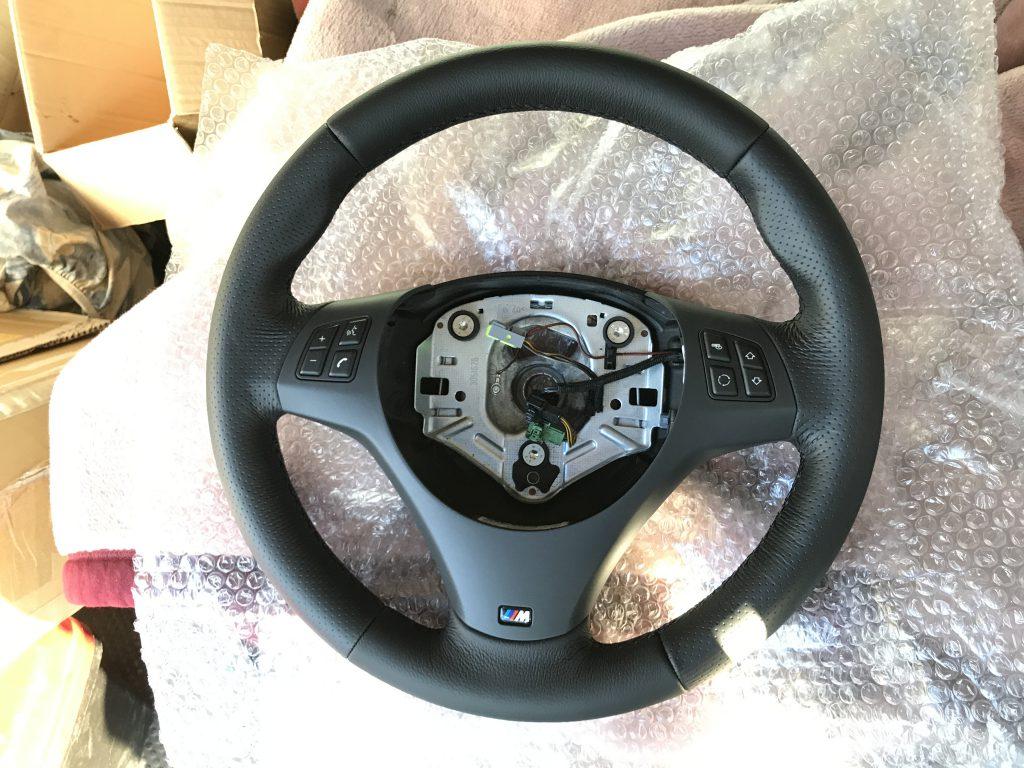BMW 320i Mスポーツ ステアリングの張替、樹脂パーツ補修