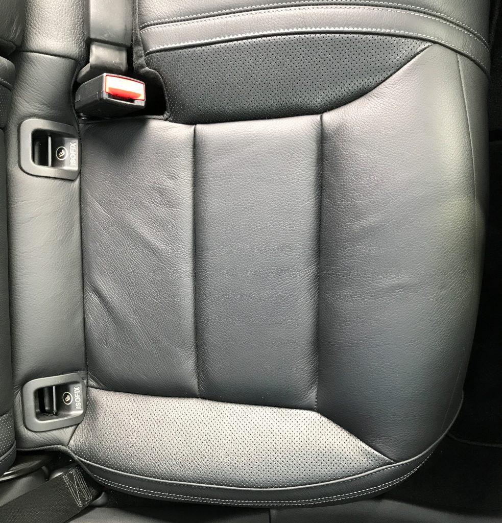 メルセデスベンツ GLA220d シート生地の凹み、伸びの補修