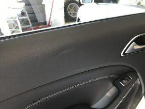 メルセデスベンツ B180 ドアトリムの擦り傷と凹み補修