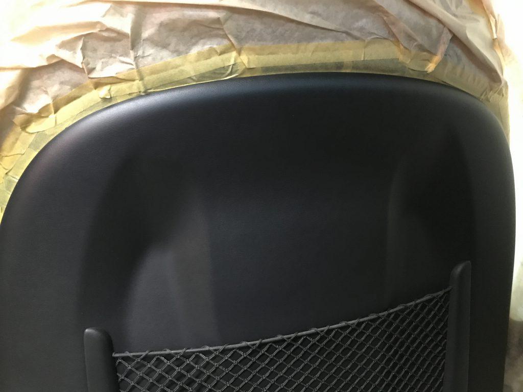 アウディ A3 シートバック(背面)の擦り傷補修