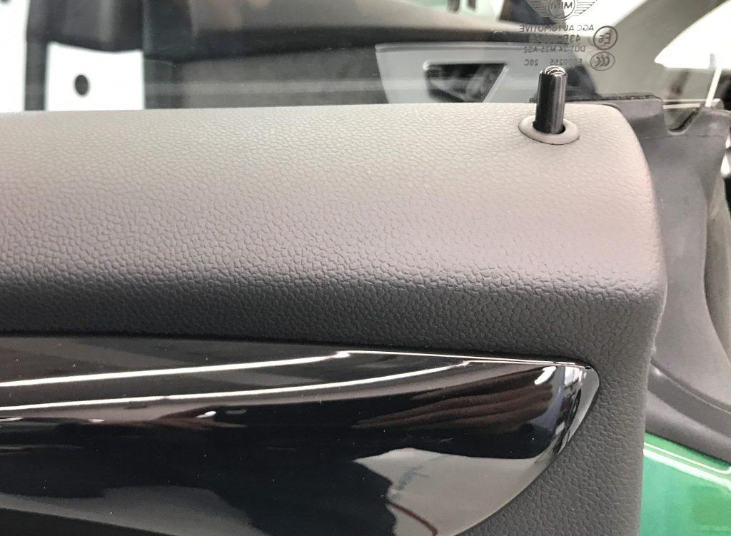 BMW ミニクーパーS ドアトリム、ダッシュボードの擦り傷補修