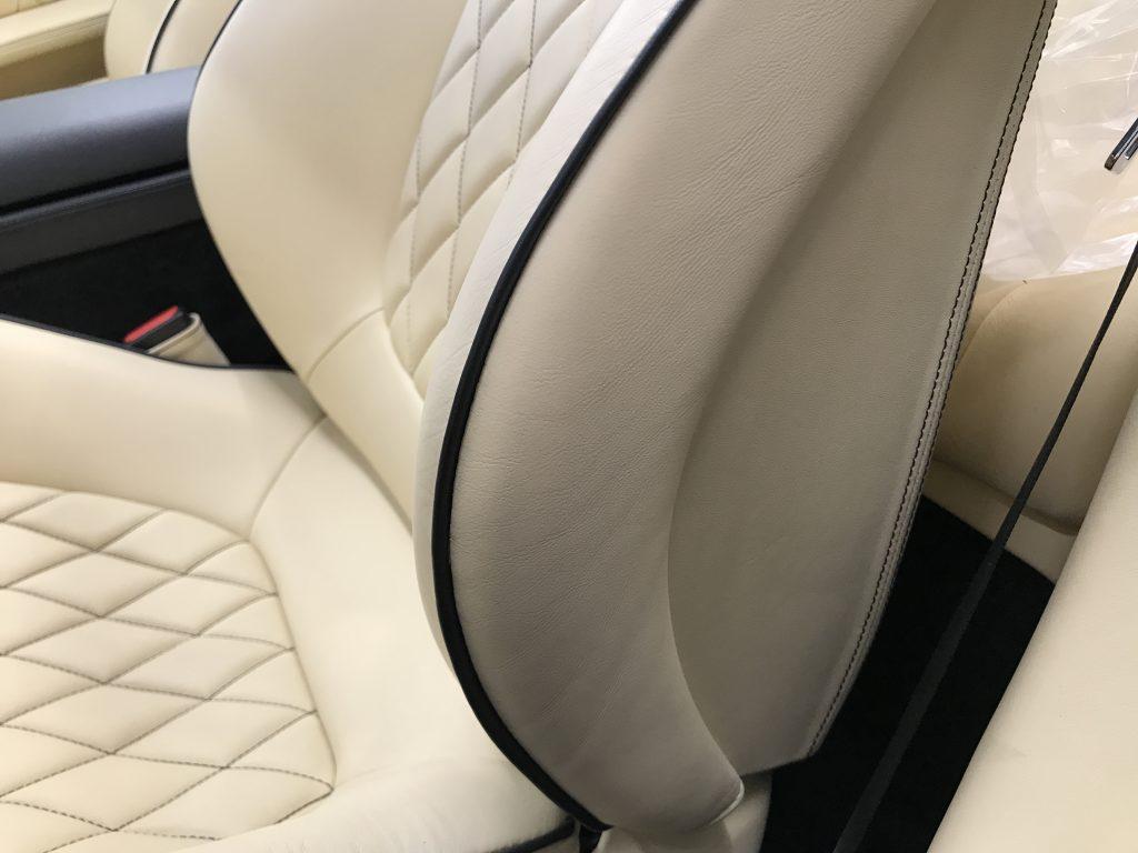 フェラーリ カリフォルニア 本革シートの色剥がれ補修