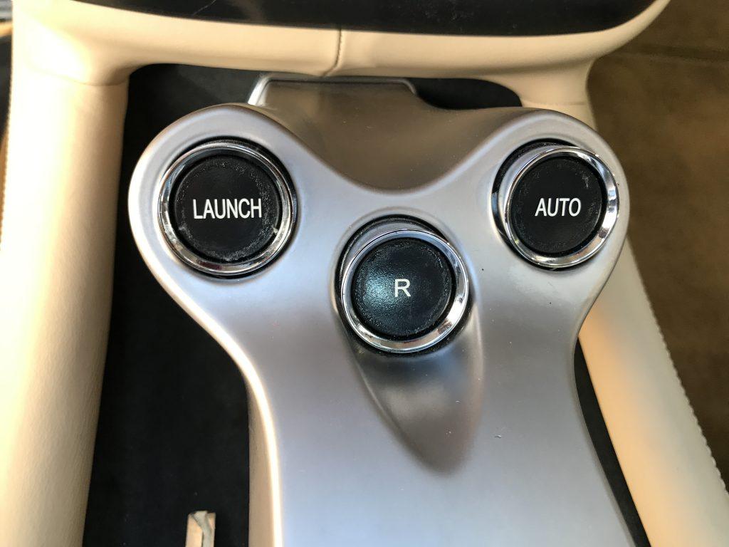 フェラーリ カリフォルニア内装スイッチ類のベタツキ補修