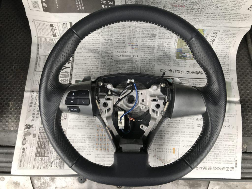 トヨタ ヴォクシー 本革ステアリングの色剥がれ補修