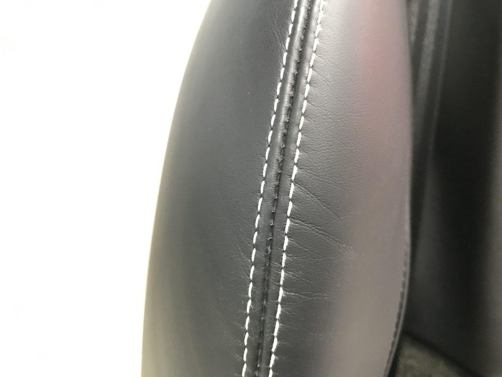 ベントレー コンチネンタルGT 本革シートの擦り傷補修