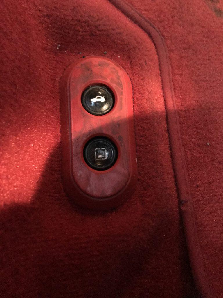 フェラーリ カリフォルニア 内装部品のベタツキ補修