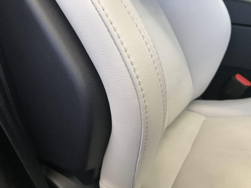 ジャガー F-Type 本革シートの色剝がれ補修
