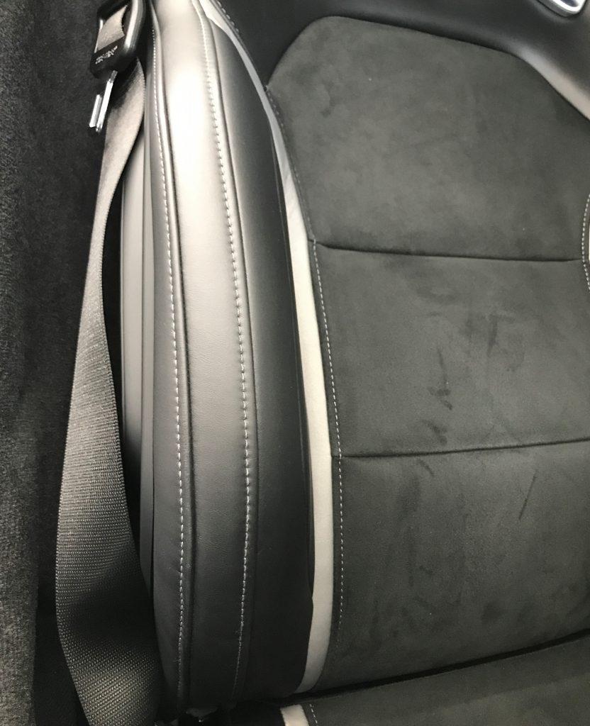 AMG GT 本革シートの擦り傷補修