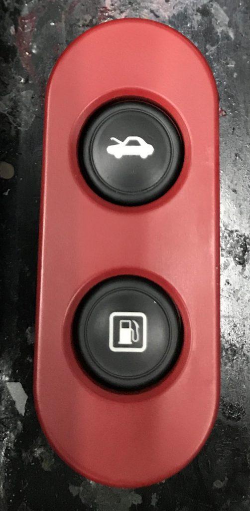 フェラーリ 458 内装パーツのベタツキ汚れ補修