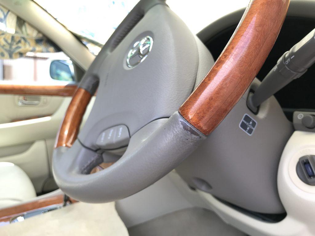 トヨタ セルシオ ステアリングの本革部色剥がれ補修