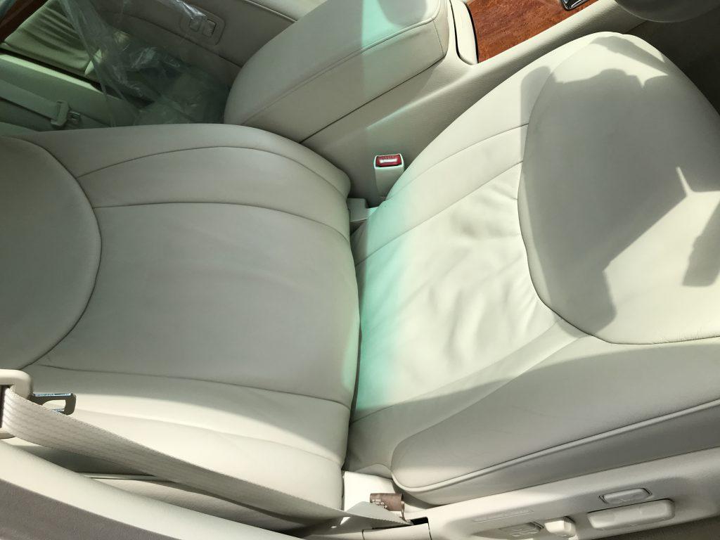トヨタ セルシオ 本革シートの色移り補修