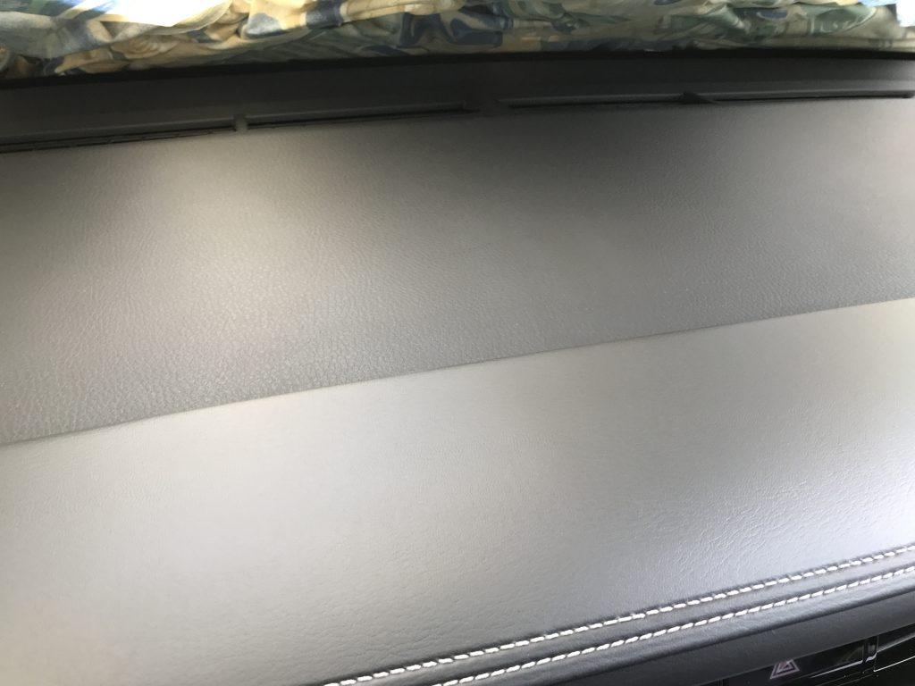トヨタ ハリアー ダッシュボードの擦り跡補修
