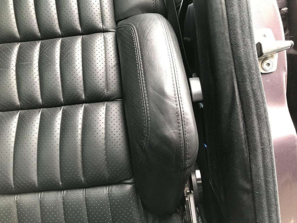 AMG E60 本革シートの破れ、色剥がれの補修
