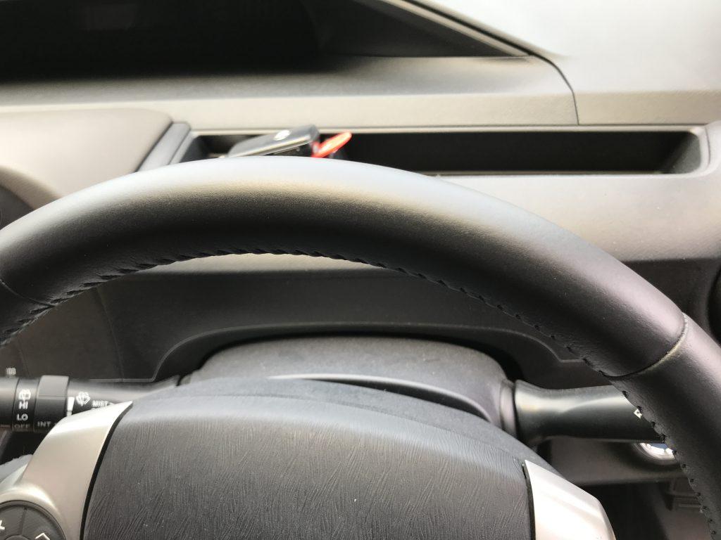トヨタ アクア ステアリングの色剥がれ補修