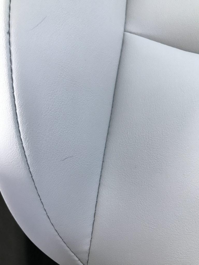 トヨタ プリウス レザー(合皮)シートの破れ補修